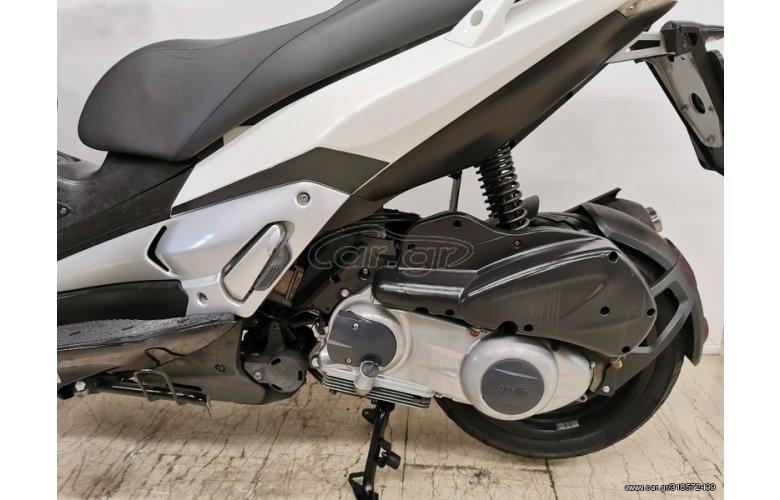 Aprilia SR MAX 300 '12